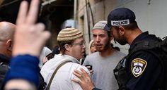 İsrail polisi  aşırı sağcı Yahudileri gözaltına aldı -                                               İsrail polisi, aşırı sağcı Yahudilerin iki ayrı noktada düzenlediği gösterilerde 12 kişiyi gözaltına aldı.                       İsrail'de iki ayrı bölgede çok sayıda aşırı sağcı Yahudi, ağustos ayında Devabişe ailesinin evinin kundaklanması davasında  - #AşırıSağcıYahudi, #İsrail, #Polis - Tıklayın: http://po.st/caDuhg
