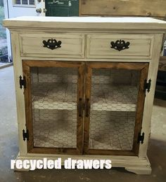 Trends in Furniture – Shabby chic furniture – Home Decor Do It Yourself Diy Furniture Projects, Refurbished Furniture, Farmhouse Furniture, Repurposed Furniture, Furniture Making, Furniture Makeover, Modern Furniture, Rustic Furniture, Antique Furniture