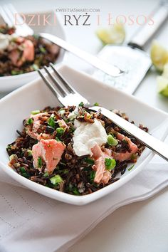 Salad with salmon and wild rice with lime and parsley