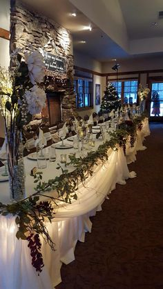 Bridal Party Table. Winter wedding table decor. FivePine Lodge wedding. Sisters, Oregon