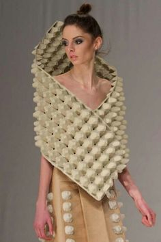 geri dönüşüm Motivational Quotes motivational quotes for work Recycled Costumes, Recycled Dress, Recycled Clothing, Paper Fashion, Fashion Art, Fashion Design, Fashion Pics, Moda Peru, Crazy Dresses