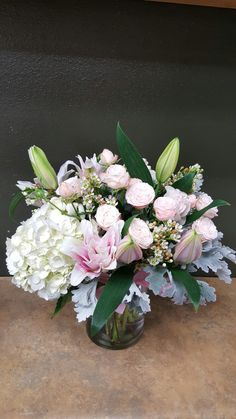 White and pink flowers arrangements for wedding and events