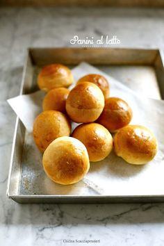 Panini al latte Pastry Recipes, Baking Recipes, Biscotti, Nutella, My Favorite Food, Favorite Recipes, Japanese Bread, Dinner Rolls, I Love Food