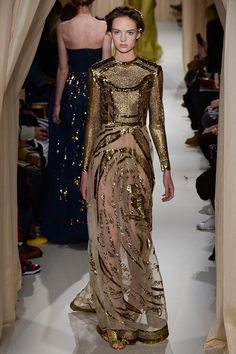 Beautiful Dresses from the Valentino Haute Couture Spring 2015 Collection Haute Couture Looks, Haute Couture Fashion, Couture Style, Valentino Couture, Boho Hippie, Spring Fashion, Fashion Show, Fashion Design, Women's Fashion