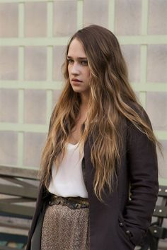Hair colour - dark to light - less regrowth - love it (Jemima Kirke)