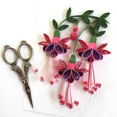 Just when I think I have enough scissors I - Quilling Paper Crafts Paper Quilling Flowers, Paper Quilling Tutorial, Paper Quilling Cards, Paper Quilling Patterns, Quilled Paper Art, Quilled Roses, Quilling Jewelry, Quilling Paper Craft, Quilling 3d