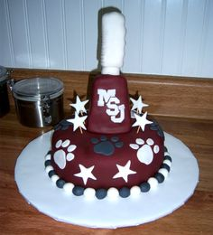Cute, cute >> MSU Cake. I love finding MSU cake ideas - my brother's 60th birthday is coming up this summer and we need a VERY special cake for him!