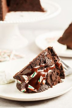 Peppermint Mocha Bundt Cake is the absolute PERFECT holiday cake! It's as easy as it is beautiful and loaded with chocolate, coffee, and peppermint flavors. Chocolate Peppermint Cake, Peppermint Cheesecake, Peppermint Mocha, Best Christmas Cake Recipe, Christmas Ice Cream Cake, Holiday Cakes, Christmas Desserts, Christmas Cakes, Eggnog Cake