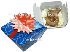 Darčekové hovienko je najkrajší darček pre vašich kamarátov - pekne zabalené hovienko v papierovej škatuli.