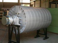 Tambor magnético - 1932.  es un cilindro de metal hueco o sólido que gira en una velocidad constante (de 600 a 6.000 revoluciones por minuto).
