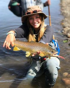 Freshwater fishing can be a great experience. Find out more about freshwater fishing including useful tips and how to stay safe when you are on the water. Fly Fishing Girls, Fishing World, Gone Fishing, Best Fishing, Fishing Tips, Fly Girls, Alaska Fishing, Fishing Stuff, Trout Fishing