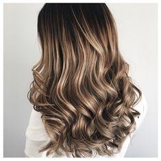 Blonde balayage hair by Tanja Studulski.