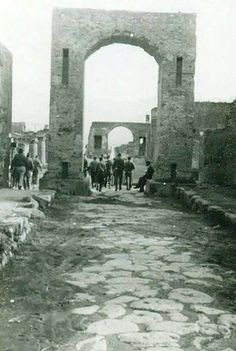 Arch of Caligula. 1945. Looking south at north side. Photo courtesy of Rick Bauer.