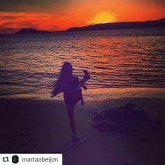 El #atardecer fotografiado por @martaabeijon en la playa Pozo de #PortoDoSon es precioso   #SienteGalicia #ACoruña #Galicia #GaliciaMaxica #GaliciaCalidade #Galifornia #GaliciaMola    ➡ Descubre más en http://www.sientegalicia.com/