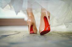 Wedding shoesは、ルブタン  12cmヒールだったけど、意外に履きやすかったです✨ Photo by*kobaさん  #hawaiiwedding #wedding #weddingshoes #bride #shoes #christianlouboutin #louboutin #verawang #liesel #kobaさん #ハワイ挙式 #ウェディングシューズ #ルブタン #レッドソール #素足にルブタン #ヴェラウォン #リーゼル #marryアプリ掲載応募