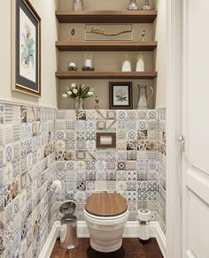 Wall decors can add a lot of character to any room If you are thinking of renovating your bathroom or toilet, check out out bathroom wall decor ideas! White Bathroom Tiles, Bathroom Wall Decor, Bathroom Interior, Small Bathroom, Bathroom Shelves, Bathroom Ideas, Half Bathrooms, Restroom Ideas, Boho Bathroom