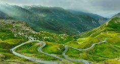 Zu den höchsten Alpenpässen zählt das Galibier (2645 Meter); hier zeigt er seine Nordrampe.