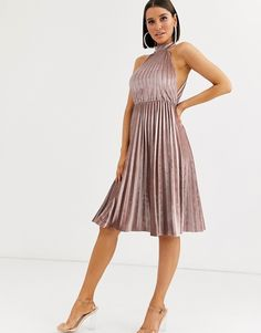 Find the best selection of ASOS DESIGN halter pleated waisted midi dress in velvet. Shop today with free delivery and returns (Ts&Cs apply) with ASOS! Robes Dos Nu Maxi, Robes Midi, Asos, Backless Maxi Dresses, Dresses Dresses, Mini Slip Dress, Belted Shirt Dress, Going Out Dresses, Latest Dress