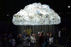 Nuit Blanche Calgary Çağdaş Sanat Festivali için sanatçı Caitlind R. C. Brown, bir makinist, bir müzisyen ve sanatçı Wayne Garrett'la birlikte sürreal bir bulut tasarladı. 5000 den fazla ampülden o...