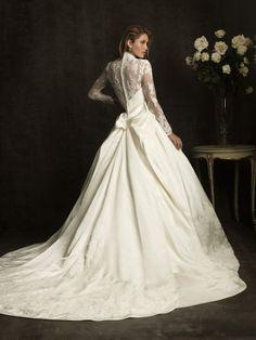Vestido de noiva. Renda, decote V.