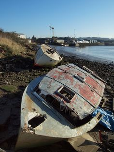 Wrecked boats on the bank of the river medway at Strood [shared] Uk Photos, Tug Boats, Shipwreck, Watercolor Art, Abandoned, Sailing, Photographs, Sad, Around The Worlds