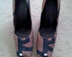 Sapato Estampado em Tecido. Huis Clos R$280.00 Tam 40 https://www.lojacafebrecho.com.br/produto/sapato-estampado-em-tecido-huis-clos