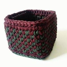 . . . . . . #sepet #basket #crochetbasket #crochet #knit #knitting #homemade #tshirtyarn #penyeip #penyesepet #örüyorsamsebebivar #trapillo #uncinetto #ganchillo #fiodemalha #tejer #virka #hekle #stricken #zpagetti #etsy #10marifet #crafty #craft #yarn #yarnart #spagettiyarn #häkeln #handmade #diy