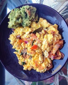 brunch by moi: eggs scrambled with a splash of milk cheddar red onion red pepper some romaine fresh tomatoes and some shredded carrots served with a side of fresh spicy guacamole yes please! #healthy #fitfood #lowcarb #keto #fitness #eatclean #kaylaitsines #fitspiration #easymeals #brunch #intermittentfasting by shaziagetsstrong