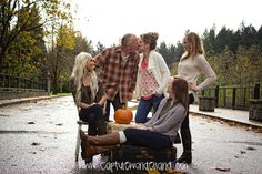Family   pictures #familypictures #washingtonphotographer #fall #wsu #familypictureideas family picture ideas