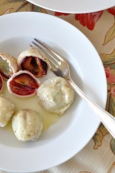 A Knedla (pl. knedle) is a fruit-filled dumpling. Knedle usually use potato dough and are filled with fruit. For example, knedle made with plums (or other fruit) is a Czech, Polish, Croatian, Bosnian and Serbian sweet dish that is often eaten as a sweet dinner.