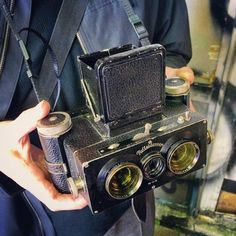This is my friend Colin's Rolleidoscop, an incredible that was made by from I was with him… Antique Cameras, Old Cameras, Cameras For Sale, Vintage Cameras, Stereo Camera, Camera Gear, Photography Gear, Vintage Photography, Simple Camera