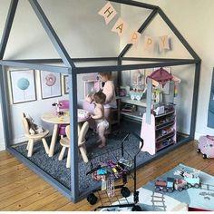 """Comme structure pour la salle de jeu, en aménageant des """"pièces"""" à l'intérieur: cuisine pour lui, chambre des """"enfants"""" pour s Comme structure pour la salle de jeu, en aménageant des """"pièces"""" à l'intérieur: cuisine pour lui, chambre des """"enfants"""".."""