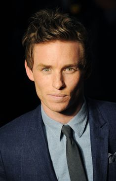Is Eddie Redmayne hot? I beg your pardon - do bears shit in the woods? Robert Pattinson, Eddie Redmayne Hot, Eddie Redmayne Fantastic Beasts, Pretty People, Beautiful People, My Week With Marilyn, Dan Stevens, Christian Grey, Attractive Men