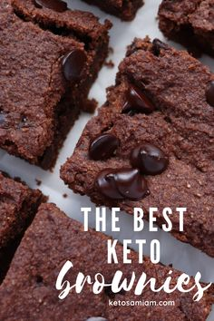 These are the best and easiest low carb keto brownies you will ever try. Even friends that are not low carb or keto diet will love these amazingly fudgy chocolate brownies. Sugar Free Chocolate Chips, Low Carb Chocolate, Vegetarian Chocolate, Low Carb Sweets, Low Carb Desserts, Keto Brownies, Chocolate Brownies, Delicious Desserts, Dessert Recipes