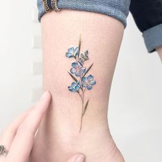 Tiny Flower Tattoos, Dainty Tattoos, Pretty Tattoos, Mini Tattoos, Cute Tattoos, Beautiful Tattoos, Body Art Tattoos, Wrist Tattoos For Women, Tattoos For Women Small
