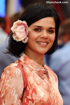 Hairstyle Inspiration Floral Accessories for Short Hair – Natasha Khan Bat For Lashes, Girl Crushes, American Singers, Flowers In Hair, Hair Inspiration, Short Hair Styles, Flower Hairstyles, Floral, Accessories