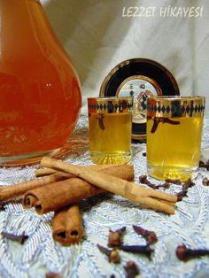 Elma Likörü likör meyve likörü alkollü içecekler içecekler ev yapımı likörler kolay likör yapımı ev yapımı Alcoholic Drinks, Beverages, Cocktails, Eclairs, Homemade, Eat, Recipes, Food, Kitchens