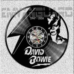 Reloj David Bowie Vinilo Ideal Regalo Llevate El 2do. Al 50% - $ 299,00 en Mercado Libre Clock Art, Wall Clocks, Vinyl Cd, Cool Walls, David Bowie, Retro, Tumblr, Stickers, Rock