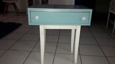 Un escabeau + un tiroir = une table de nuit