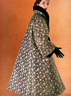 I love the glamour of an old coat - nice Style, Christian Dior. I love the glamour of an old coat! Vintage Glamour, Dior Vintage, Vintage Couture, Vintage Mode, Vintage Style, 50s Vintage, Vintage Hats, Fifties Fashion, Retro Fashion