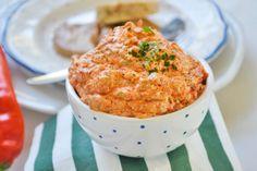 Der Ayvar - Dip darf bei keiner Grillparty fehlen. Dieses Rezept passt auch gut zu kalten Fleischbällchen.