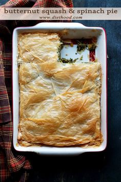 Butternut Squash and Spinach Pie.A delicious pan-roasted mixture of butternut squash and spinach nestled between flaky phyllo sheets. Think Food, Love Food, Strudel, Enjoy Your Meal, Vegetarian Recipes, Cooking Recipes, Spinach Pie, Quiches, Vegetable Dishes