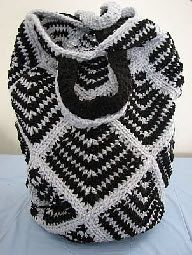 Crochet Striped Square Tote Tutorial - This site has great free patterns and free ebooks that I have not seen before