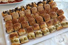 SALADITOS DE HOJALDRE Quiche, Fingers Food, Appetizer Recipes, Appetizers, Catering Food, Spinach Dip, Empanadas, Canapes, Sin Gluten
