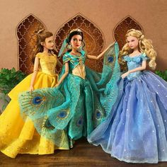 Image shared by  ❁ℒᗩᘎᖇᗩ. Find images and videos about disney, princess and cinderella on We Heart It - the app to get lost in what you love. Barbie Princesse Disney, Disney Barbie Dolls, Disney Princess Dolls, Disney Princess Pictures, Disney Princess Dresses, Vintage Barbie Dolls, Disney Pictures, Rapunzel Disney, Walt Disney Princesses
