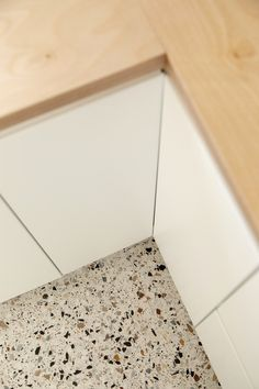 Discover recipes, home ideas, style inspiration and other ideas to try. Terrazo Flooring, Exterior Tiles, Motif Art Deco, Mid Century Modern Kitchen, Küchen Design, Home Decor Kitchen, Home Staging, Kitchen Flooring, Kitchens