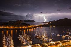 攝影者巧妙地捕捉到閃電出現的那一刻@安塔利亞與卡須之間Antalya-Kaş的地中海夜景。 ©Kazım Balıkçıoğlu