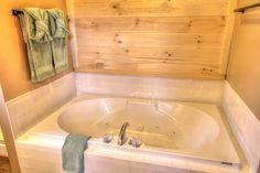 Sasquatch Ridge Pigeon Forge vacation rental cabin whirlpool tub in the master bathroom.