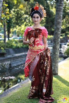 Beautiful Indonesian Girl wearing traditional dress of Balinese. | #Exotic #Indonesia #Culture - #SouthEast #Asia