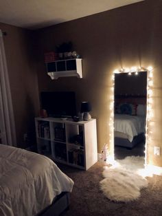 61 Cute Girls Bedroom Ideas for Small Rooms & GentileForda.ComThe post 61 cute girls bedroom ideas for small rooms 51 appeared first on Dekoration. Small Room Bedroom, Room Decor Bedroom, Night Bedroom, Bedroom Inspo, Modern Bedroom, Apartment Bedroom Decor, Contemporary Bedroom, Master Bedroom, Minimalist Bedroom